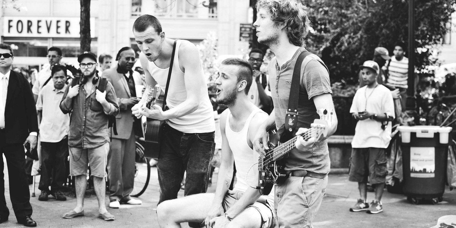 brothers moving choir streets nils sørensen bass aske knoblauch guitar simon knoblauch cajon
