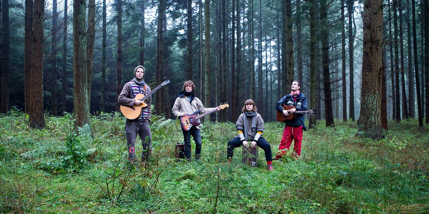 brothers moving denmark nyc street band nils sørensen bass bassist member aske knoblauch guitarist esben knoblauch